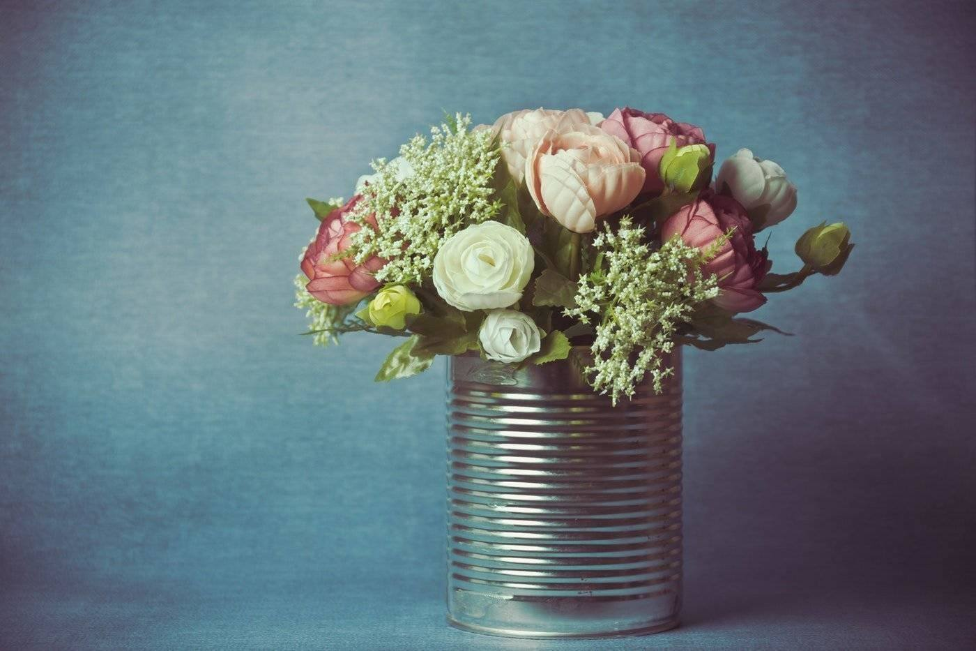 flowers in tin can - fall trends in floristry