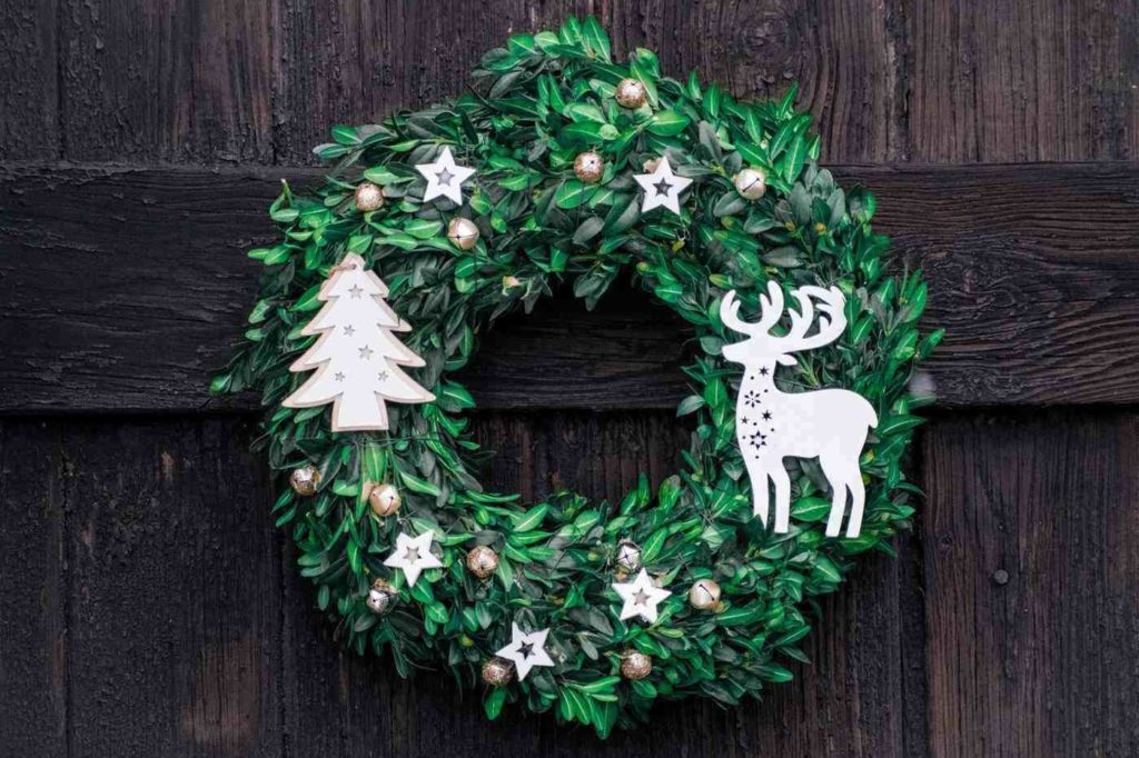 green wreath - bring natural greenery in for the holidays